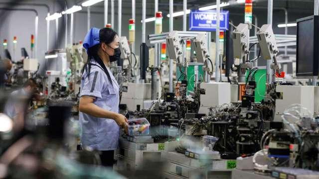電子零組件徵才數創近3年同期新高 上銀祭月薪77K攬才。(圖:AFP)