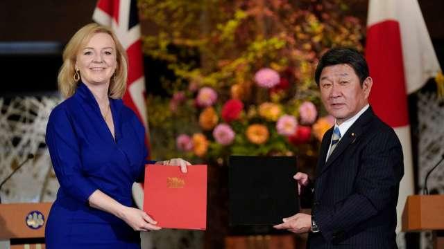英國正式與日本簽署EPA 脫歐後首度與主要國達成通商協定 (圖片:AFP)