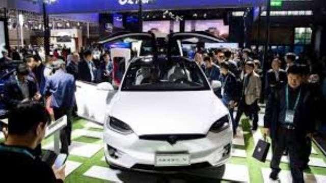 瑞銀:2024年電動車與燃油車成本可望零價差。(圖:AFP)