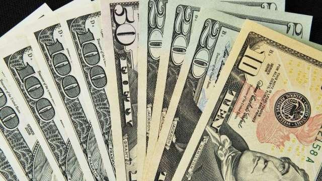 投機者美元押注由多翻空 增加黃金、石油多頭布局(圖:AFP)