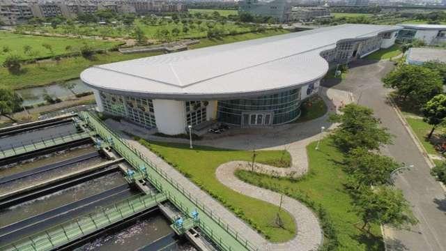 鳳山溪再生水處理廠,每日可供應4.5萬噸再生水予高雄臨海工業區。*圖:業者提供)