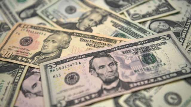 貝萊德:無論誰贏得美國總統大選 美元跌勢恐將再持續1到3年(圖片:AFP)