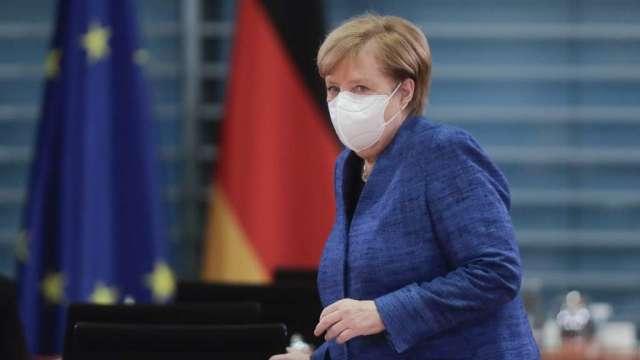 德國總理梅克爾尋求加強防疫 擬關閉酒吧和餐廳至11月底(圖:AFP)