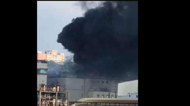 欣興山鶯廠火警火勢於5點10分獲控制。(圖:讀者提供)