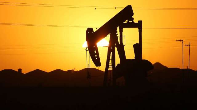 〈能源盤後〉美庫存大增430萬桶 確診人數激增 需求前景黯淡 原油挫逾5%(圖片:AFP)