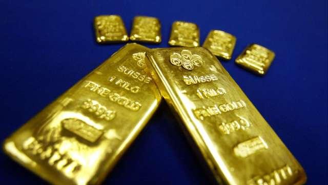 〈貴金屬盤後〉全球股市下挫 投資人奔向美元 黃金挫至一個月低點(圖片:AFP)