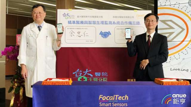 右為敦泰財務長廖俊杰。(鉅亨網資料照)