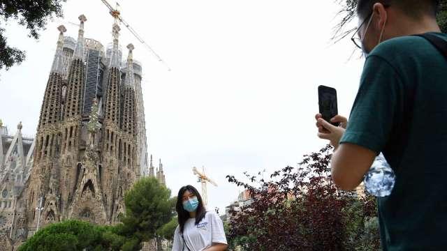 新冠病毒新變種肆虐歐洲 美疫情火燒屁股福奇搖頭 (圖片:AFP)