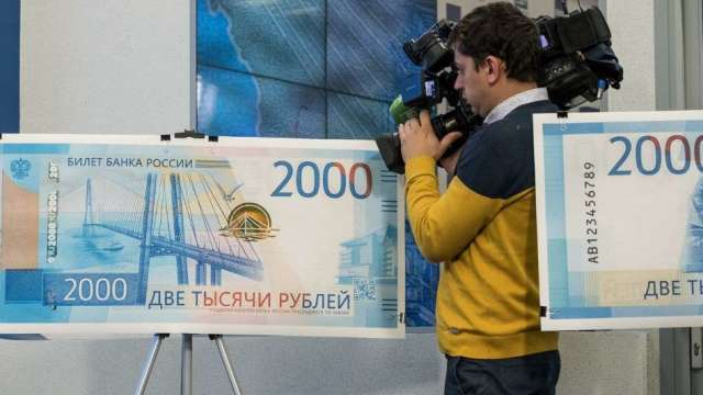 盧布兌美元跌破80關卡 因歐洲防疫封鎖打擊油價(圖:AFP)