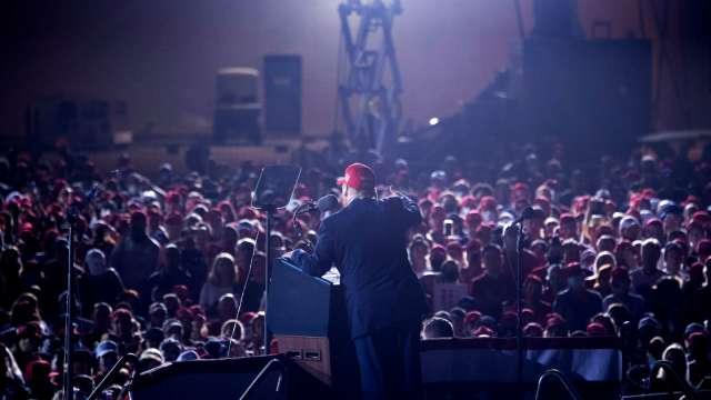 美國公衛專家福奇稱美疫情處境糟糕,川普直言選後要開除他。 (圖片:AFP)