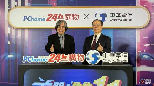 左為PChome董事長詹宏志,右為中華電董事長謝繼茂。(鉅亨網記者沈筱禎攝)