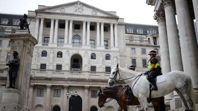 英國央行擴大購買資產規模 英鎊兌美元升破1.30(圖:AFP)