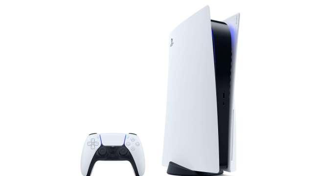 恐排隊人龍成防疫缺口 PS5發售日店內無現貨 Sony:通通上網訂(圖片:AFP)