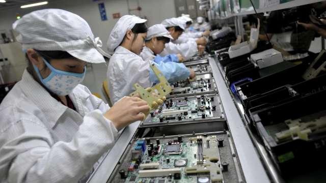 緯創10月筆電出貨量創今年新高 營收月增4.45% 英業達月減18.95%。(圖:AFP)