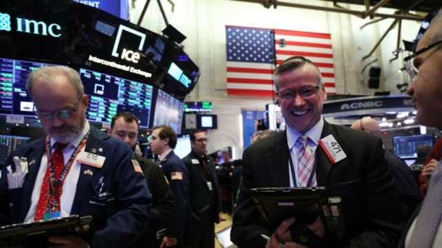 拜登勝選 全球股市應聲大漲 道瓊期指一度強彈近400點。(圖:AFP)