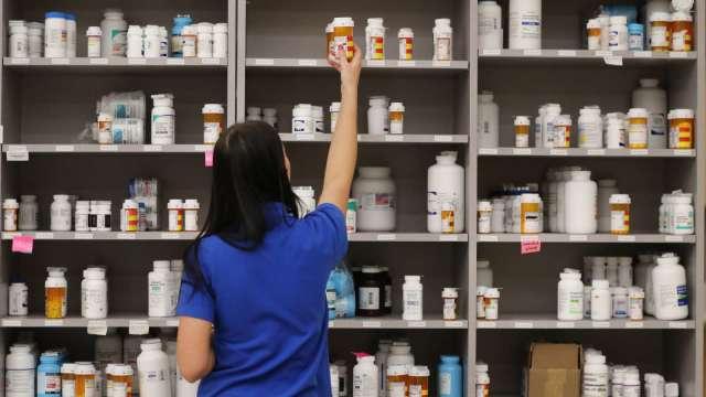 原料藥缺貨潮延續至明年 備妥庫存迎轉單效應。(圖:AFP)