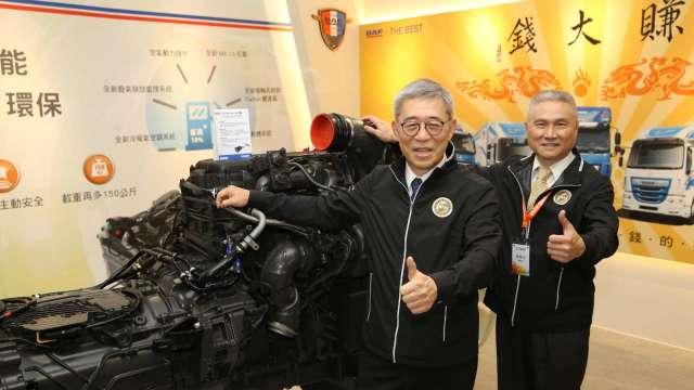 左起為台塑企業管理中心常委王文潮、台塑汽車董事長陳勝光。(圖:台塑提供)