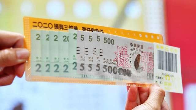 蘇揆拍板擴大發放三倍券 二種在台外國人也能領。(圖:行政院提供)
