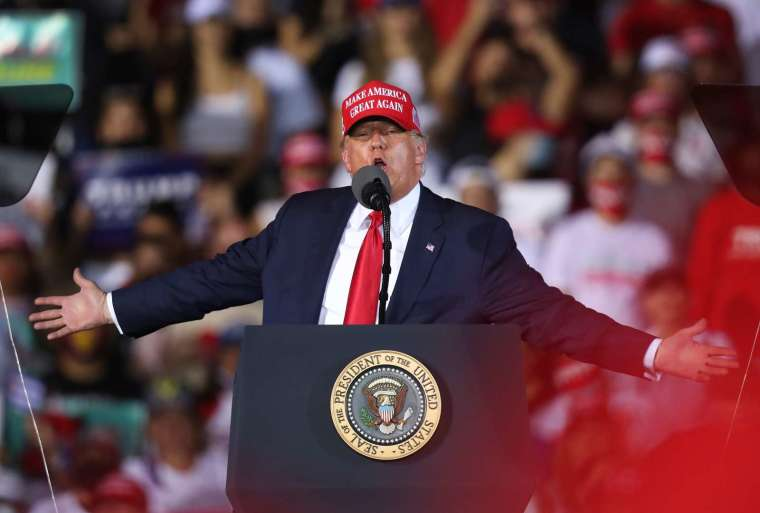 Cramer 稱,看樣子川普不會在明年一月搬出白宮。(圖片:AFP)