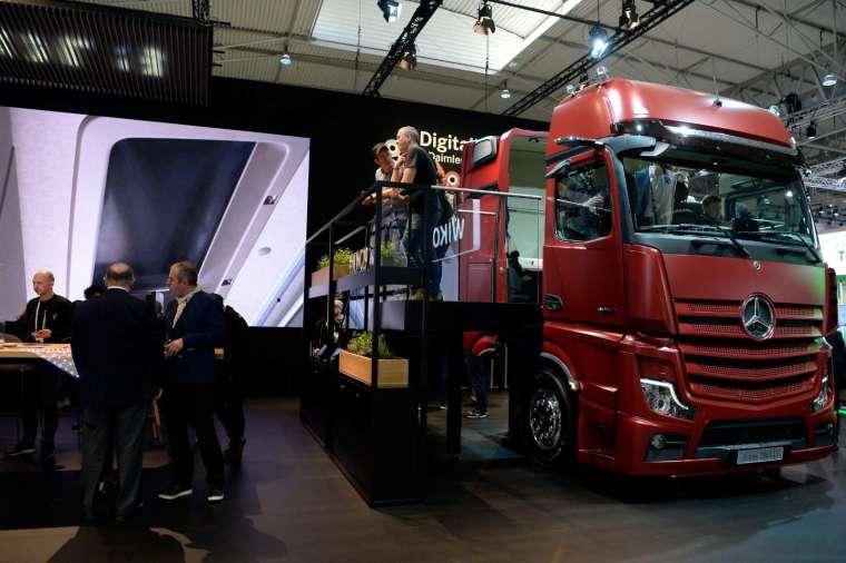 中國卡車需求大增 賓士計畫現地生產 (圖片:AFP)