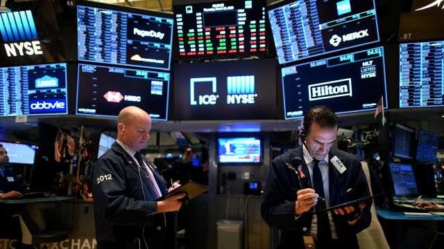 利多消息連發 全球股票基金過去一週流入445億美元 寫歷史新高 (圖:AFP)