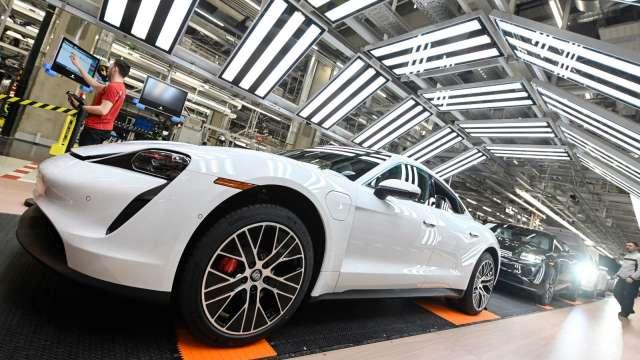 轎車胎受美國商務部反傾銷出爐前的提前拉貨潮帶動。(圖:AFP)