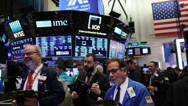 銀行業挫著等!標普:4大風險讓明年成金融風暴以來最艱困一年(圖片:AFP)