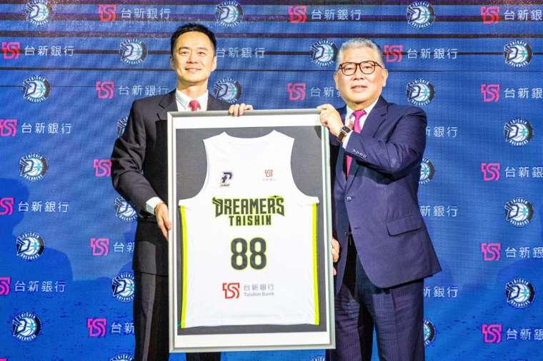 台新銀行正式邁入職籃領域!原寶島夢想家籃球隊,即起正式更名為「台新夢想家」。(圖: 台新銀行提供)