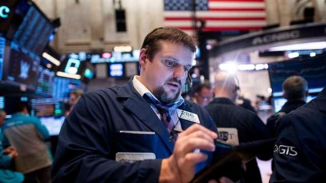 〈美股盤後〉疫情惡化紐約重啟停校 道瓊最後30分鐘閃跌急崩 (圖片:AFP)