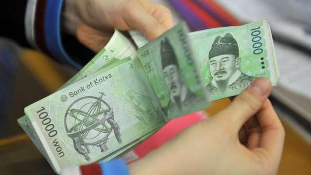 亞幣急漲恐傷及出口 亞洲政策制定者嚴陣以待(圖:AFP)