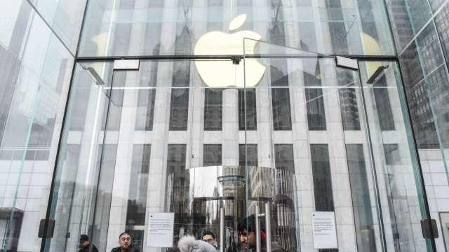搶攻企業專網!Verizon攜手蘋果 補貼企業客戶換iPhone 5G手機(圖片:AFP)
