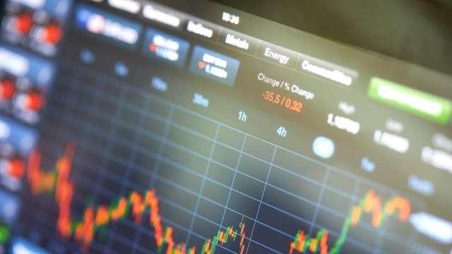 撒錢救市  聯發科VS元大金  低基期股的機會來了?(圖來源:shutterstock)