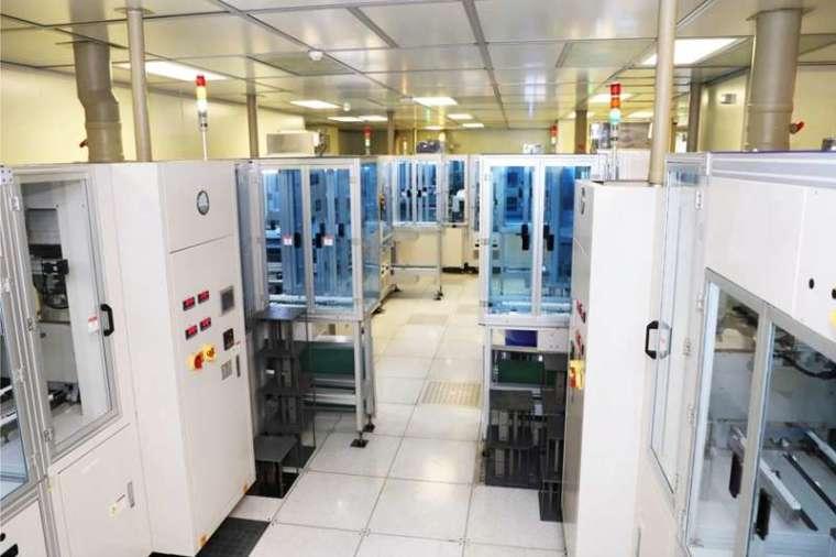 2018年,工研院與台塑成功完成全球第一條染敏電池試量產線,年產量可達10萬片,良率超過9成,光電轉化效益達17%,領先全球。