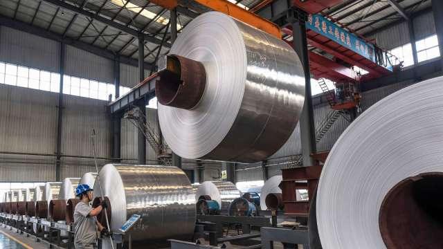 基建帶頭衝 中國水泥、鋼材報價堅挺(圖片:AFP)