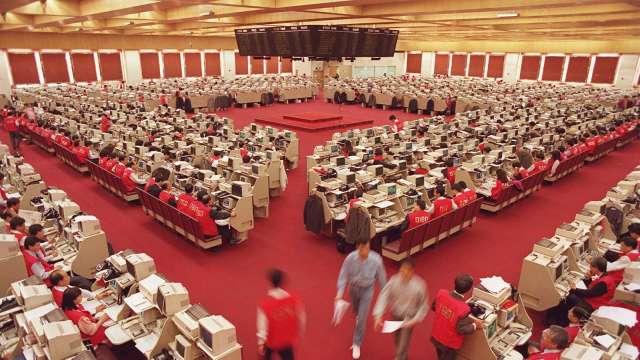 香港計劃二度上市企業納入港股通(圖片:AFP)