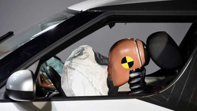 通用召回高田問題安全氣囊 約590萬輛車受影響 (圖片:AFP)