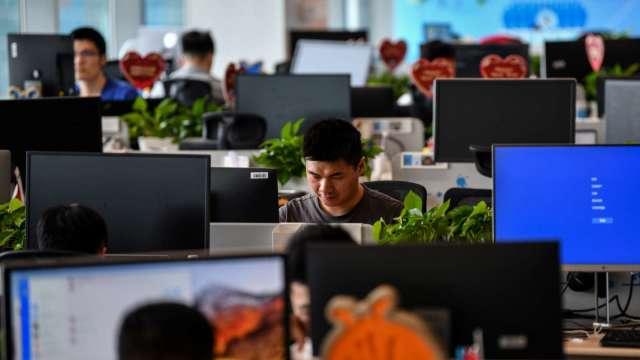 景氣回溫 全台無薪假降至10934人 12月起可望跌破萬人。(圖:AFP)