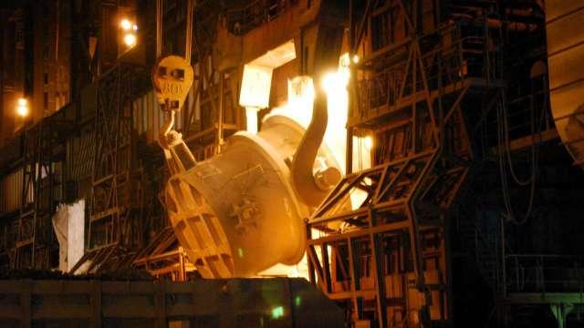 粗鋼需求回溫 日本製鐵重啟兩座高爐 (圖片:AFP)