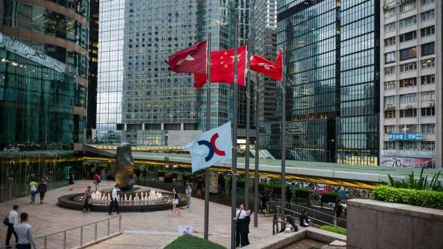 【袁志峰專欄】今天推介 - 中國海外發展(688), 上日收市$17.96(圖片:AFP)