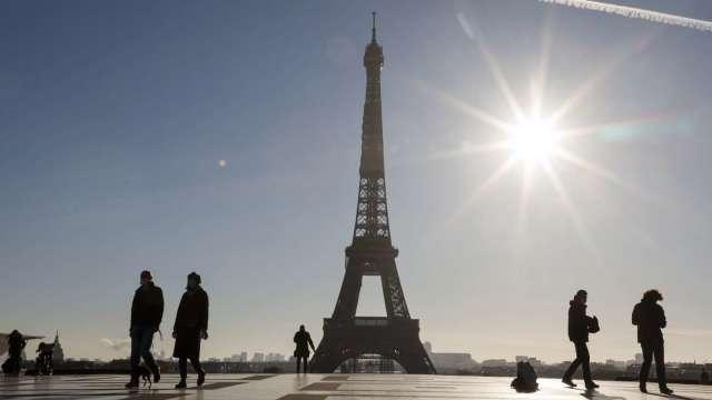 法國疫情稍緩採三階段解封 英國將推「耶誕泡泡」 (圖:AFP)