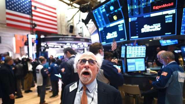 道瓊百年來首度突破3萬點 華爾街看好科技股加入上漲行列 (圖:AFP)