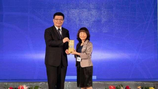 2020 TCSA台灣企業永續獎集保獲雙料大獎。(圖:業者提供)