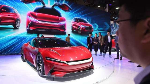 政策挺+產銷熱 中國電動車2021年邁入高速成長期。(圖:AFP)