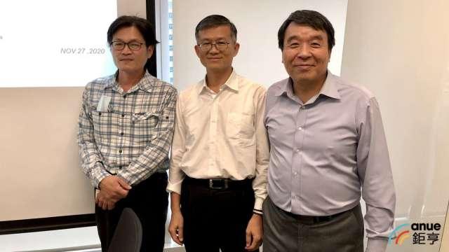 圖右至左為菱生總經理蔡澤松、財務長賴銘為、研發副總杜明德。(鉅亨網記者魏志豪攝)