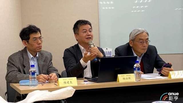 左至右為慧友財會部經理陳建良、董事長特助林必祥及董事長莊永順。(鉅亨網資料照)