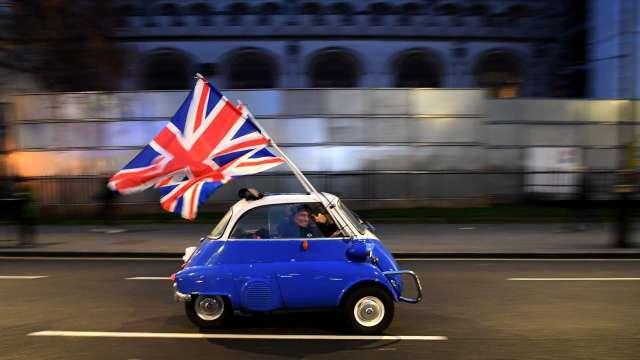 分析師:明年英歐股市表現將超車美股。(圖片:AFP)