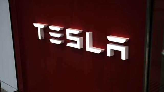懸吊出問題?美監管機構對11.5萬輛特斯拉電動車展開調查(圖:AFP)