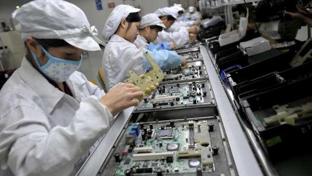 主要客戶訂單需求增,鴻海旗下富智康計畫擴大中國產能。(示意圖:AFP)