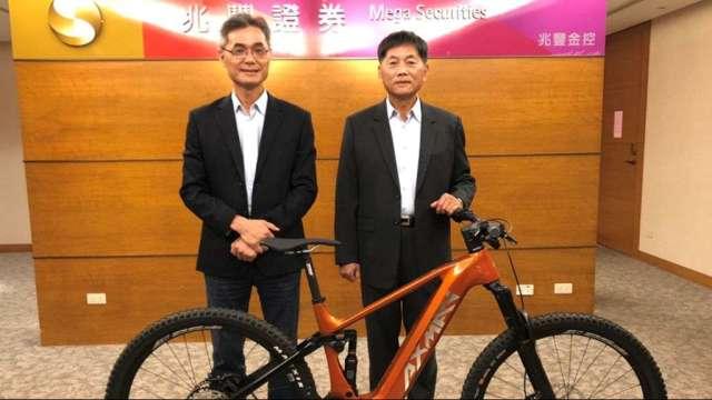圖右為明係事業董事長江永平,左為總經理黃慶忠。(圖:明係提供)