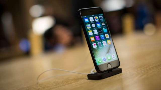 蘋果「降速門」還未了結 歐洲消費者保護團體提告求償(圖:AFP)